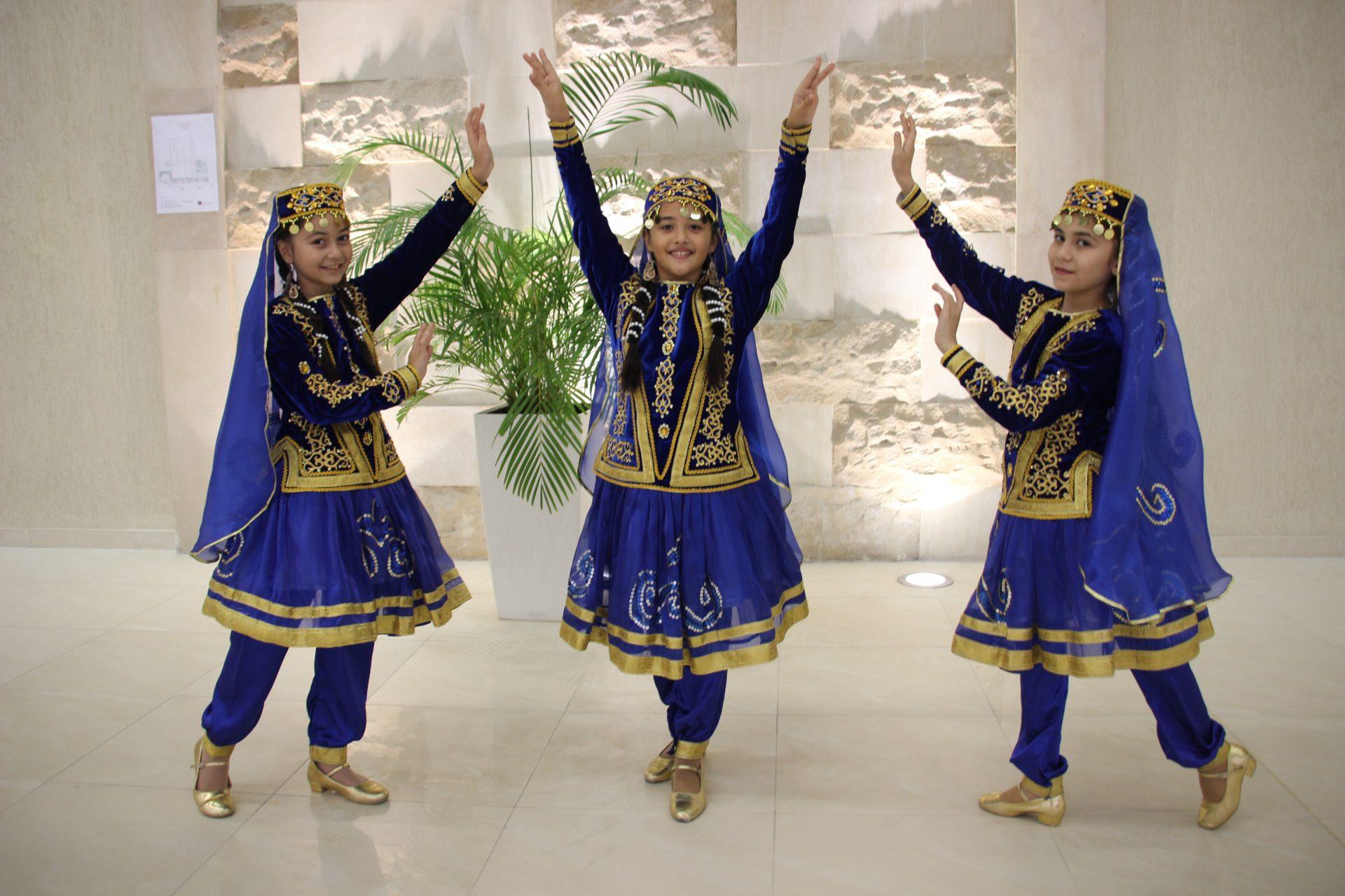 AZERBAIJAN, danzatrici