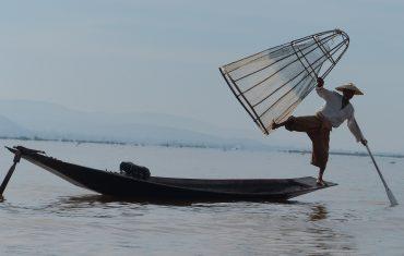 BIRMANIA, Lago Inle, pescatore